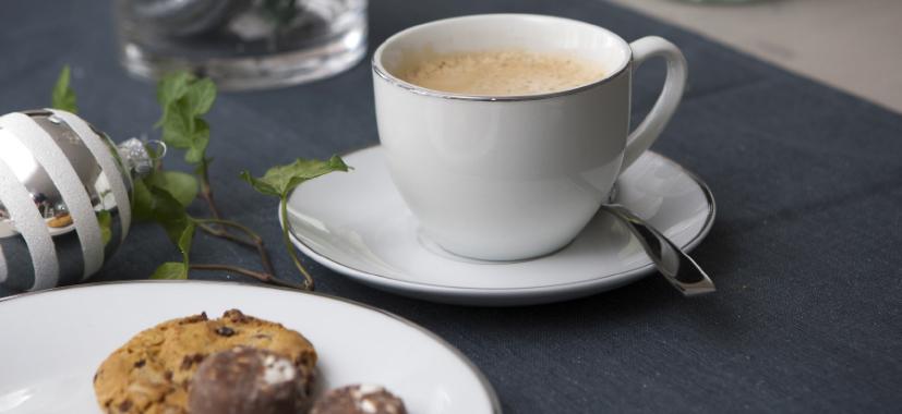 Varme og kalde kaffedrinker i julen